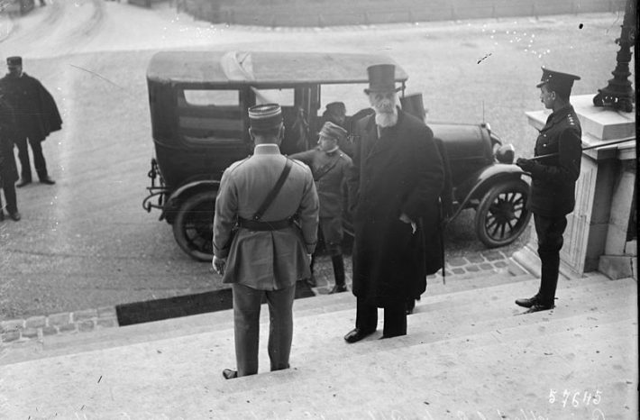 15. januára 1920 prichádza gróf Albert Apponyi na rokovania vo Versailles a preberá mierovú zmluvu.