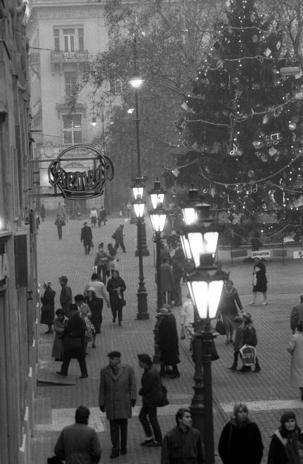 Vianočná nálada na ulici Váci utca.