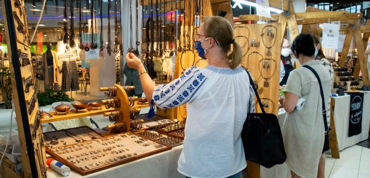 Népművészet az üzletközpontban: kézműves termékek vására Kassán