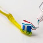 DIY Zahnpasta für ein strahlendes Lächeln