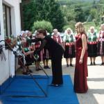 Kodály emléktábla megkoszorúzása – Miroslava Valovičová és az Érsekújvári Enthea Női Kamarakórus (foto: )