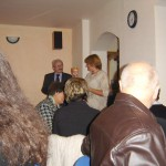 Koloni 56-os megemlékezés – Az 56-os megemlékezés utáni fogadás – pohárkoszontô – Jamrich Margit polgármester, Balkó Gábor (foto: Bányi Renáta)