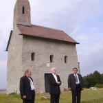 – Szent Mihály templom – balról: Sinkovits Vitay András – Szt. György Lovagrend, Teodóz atya, Maga Ferenc (foto: Balkó Gabriella)
