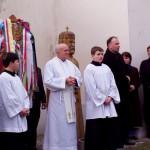 Feltámadási menet Zoboralján – 2008 – Kondé Pál esperes és Sárai Attila plébános a Szent István szobor előtt (foto: Balkó György)