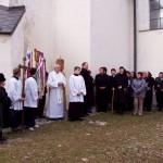 Feltámadási menet Zoboralján – 2008 – Kondé Pál koloni esperes és a hívek fogadják a szímőieket (foto: Balkó György)