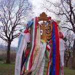 Feltámadási menet Zoboralján – 2008 – Feltámadási – Árpádkori szárnyaskereszt szalagkoszorúval (foto: Balkó György)