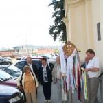 Feltámadási menet Zoboralján – Sárai Attila és a szímői egyházközösség, jobbra Mészáros Ferenc Nagycétény polgármestere (foto: Maga Ferenc)