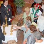 Szent László emlékmise 2010 – ereklyék megérintése – Magyar szentek ereklyéinek megérintése (foto: Balkó Gábor)