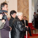 Feltámadási Menet – 2010 – szalagok felerősítése(foto: Maga Ferenc)