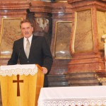 Feltámadási Menet – 2010 – bevonulás/iskola – Kelemen Csaba: Templom és iskola (foto: Maga Ferenc)