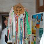Feltámadási Menet – 2010 – bevonulás/iskola – Árpád-kori szárnyas kereszt (foto: Maga Ferenc)