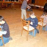 Újévi Táncház Nagykéren – vetélkedők, tombola – Zsíros kenyér evőeszközzel (foto: Balkó Gábor)