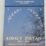 Dr. Simek Viktor képkiállítása és könyvbemutatója – Kodály Zoltán emléktáblája (foto: Balkó Gábor)
