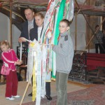 Feltámadási menet 2011 – Nyitra – A magyar alapiskolába beíratott Kucsera Noémi és családja (foto: Maga Ferenc)