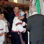 Feltámadási menet 2011 – Nyitra – Elsőként a lészpedi csángók szalagja került a feltámadási jelvényre (foto: Maga Ferenc)