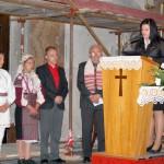 Feltámadási menet 2011 – Nyitra – Száraz Bianka a könyörgéseket olvassa (foto: Maga Ferenc)
