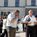 Nagyboldogasszony búcsú a nyitrai Kálvárián – keresztút – Indul a keresztút, balról Buday Mihály és Karasz Tibor (foto: Balkó Gábor)