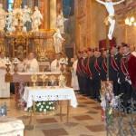 Szent László emlékmise 2011 – Nyitra – bevonulás – A kisasztalkán a magyar szentek ereklyéi (foto: Balkó Gábor)