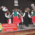 Felcsendül a dal Zoboralján – Zsére – Szél fújja pántlikám Gyermek Néptánccsoport – Csehi<br>folklór, hagyományőrzők, Zoboralja, Zsére (foto: Varga Szilvia)