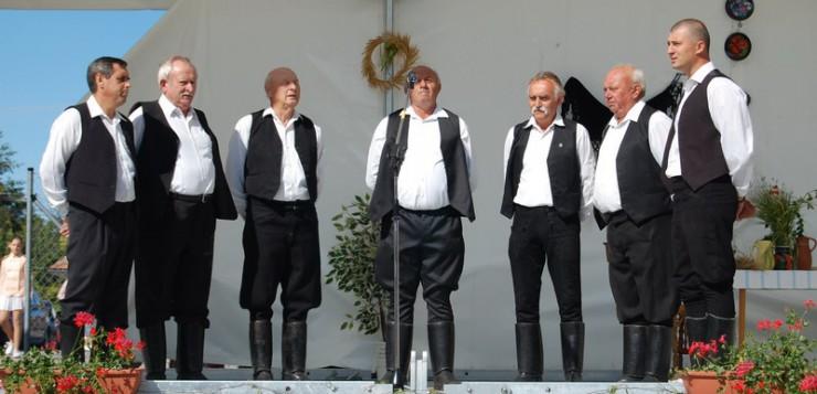 Korene našich predkov - Čechynce 765 - Mužská spevácka skupina z Čechyniec