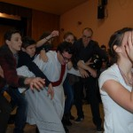 I. Jelmezes Családi Batyubál – jelenet – Jó és rossz harca – jelenet<br>Zoboralja, Zobora-vidék, Nyitra-vidék, Kolon, jelmezes batyubál, Márk atya (foto: Balkó Gábor)