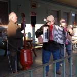 Hagyományos farsangi disznóölés – zene – Hagyományos farsangi disznóölés – zene<br>Zoboralja, Zobora-vidék, Nyitra-vidék, Kolon, disznóölés (foto: Balkó Gábor)