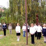 Kopjafaavatás az Aradi vértanúk emlékére – A Koloni Alapiskola Magyar Részlege (foto: Balkó György)