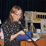 Újévi Vigasságok 2017 – Táncház – Nagykér – Kanyicska Ilona a nagykéri önkormányzat plakettjével (foto: Balkó Gábor)