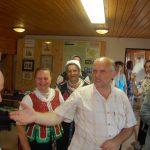 Zoboralja múzeum – Fehér Sándor megköszöni prof. Imrich Točkának zsidó kultúra adományát (foto: Balkó Gábor)