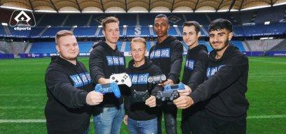 Das neue Team von HSV eSports präsentiert sich im Volksparkstadion.
