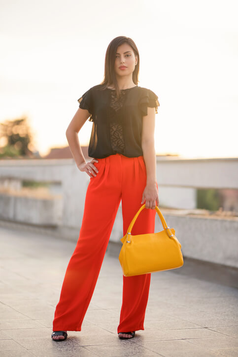 Outfit in Schwarz-Rot-Gold