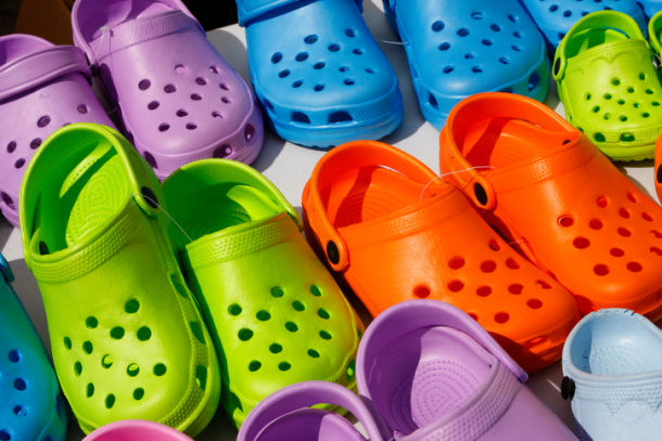 bunte Crocs im Sale