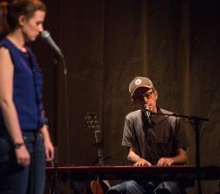 Tom Kestens zingt