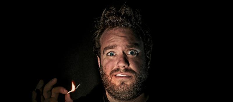 Jens Dendoncker verlicht met een opbrandend stekje.