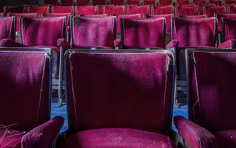 De zetels van Cinema Plaza voor restauratie