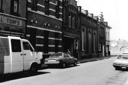 Een foto van de gevel van Cinema Plaza uit de jaren 50