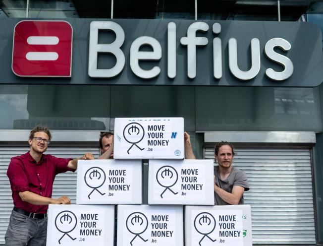 De verhuisdozen staan klaar om het geld bij Belfius naar duurzamere oorden te verhuizen