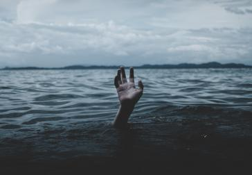 Onder water (foto: Ian Espinosa - Unsplash)
