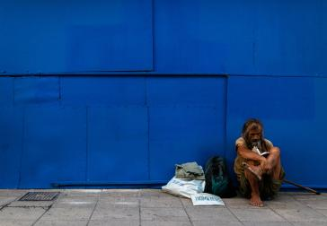 Dakloos in Athene (foto: Jonathan Kho - Unsplash)