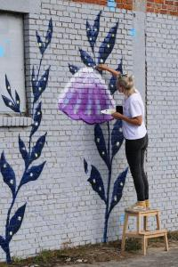 graffitikunstenaar aan het werk