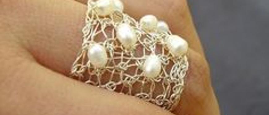 Juwelen met zilverdraad