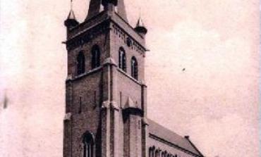 De Sint-Medarduskerk tussen 1922 en 1930.  © Privécollectie, 'WESTHOEK Verbeeldt'