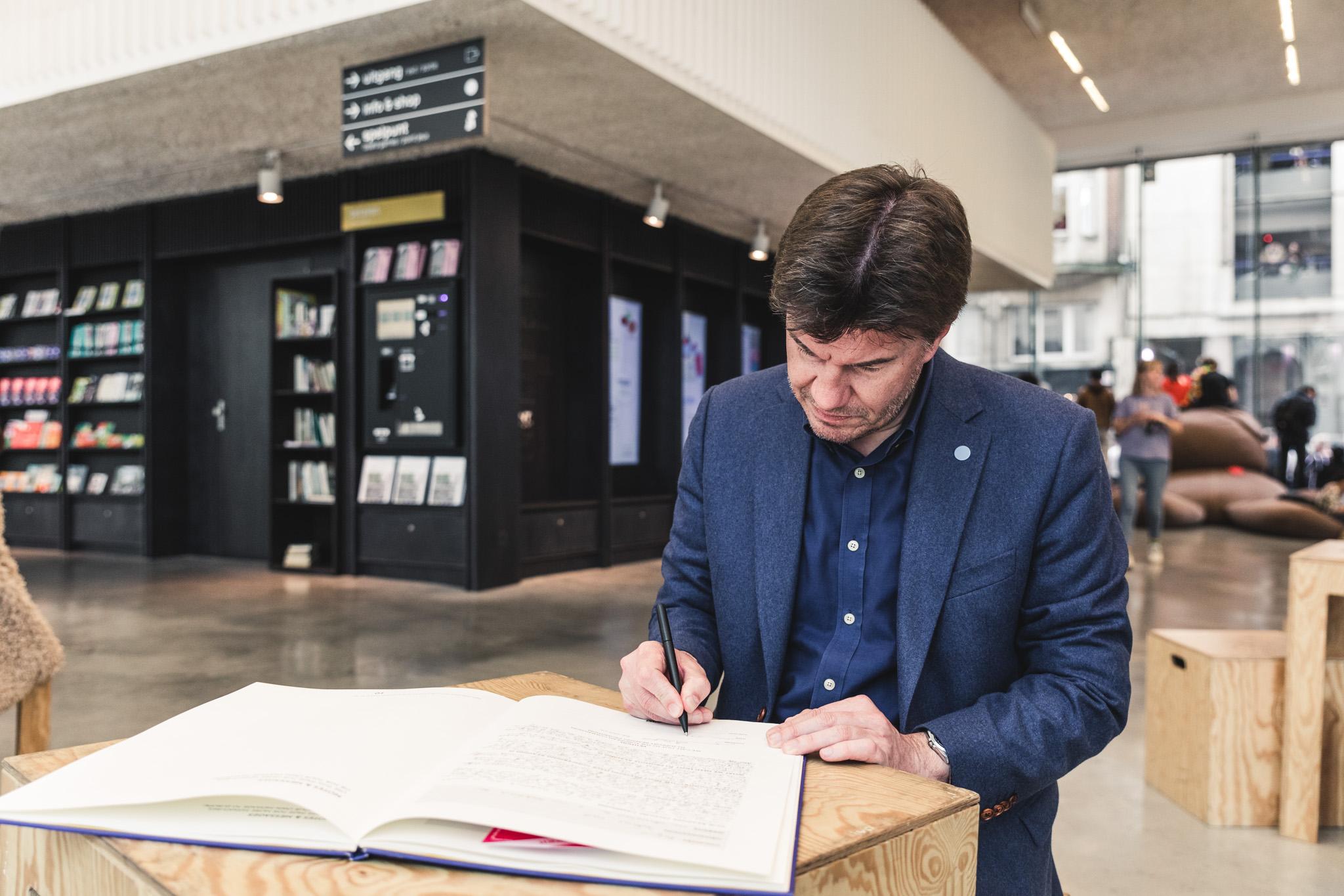 Svan Gatz tekent het boek