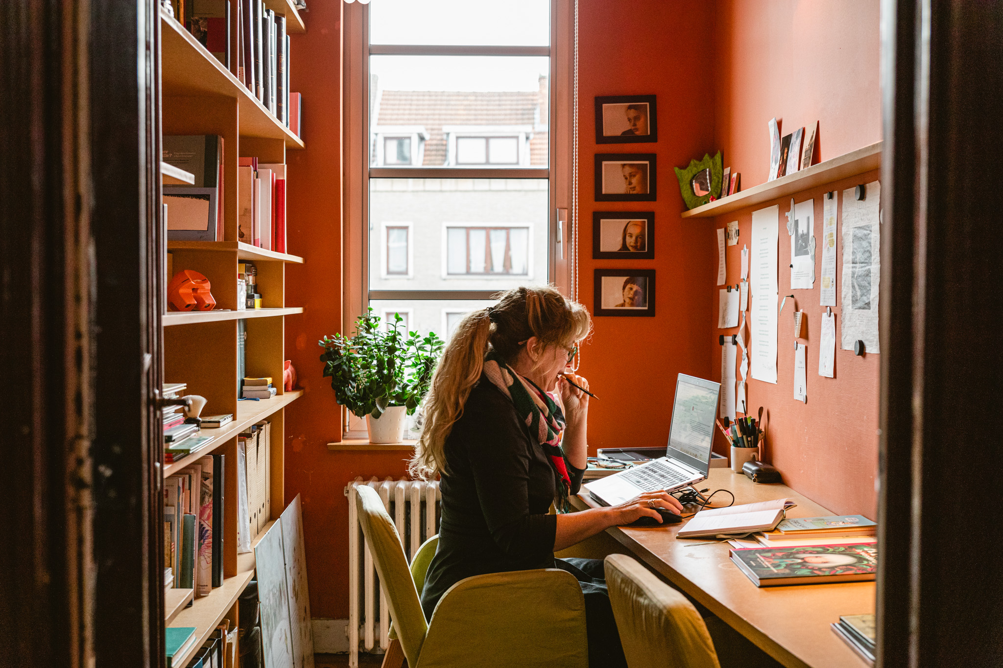 Achter de schrijftafel