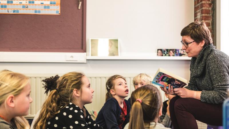 Voorleesmoment in Basisschool Driesprong in Deinze
