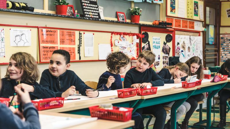Kinderen op de schoolbanken