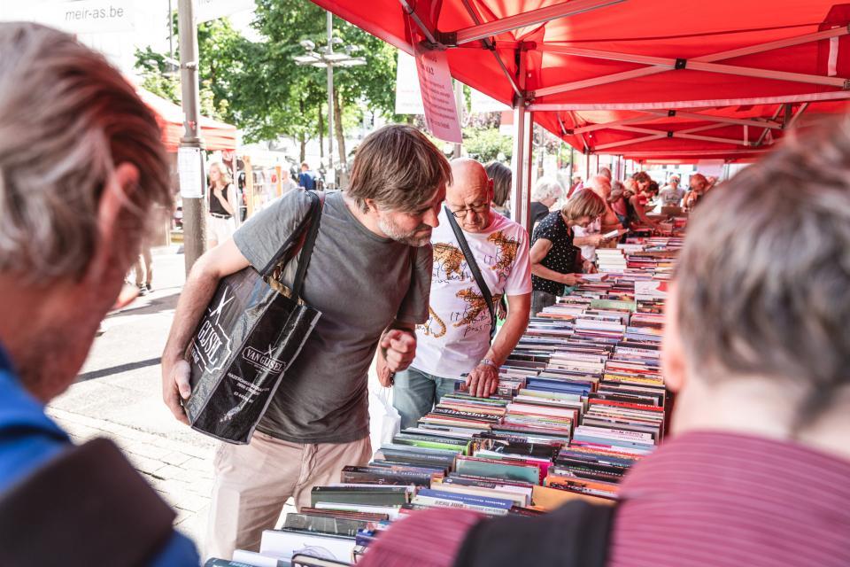 Boekenverkoop op de Cultuurmarkt