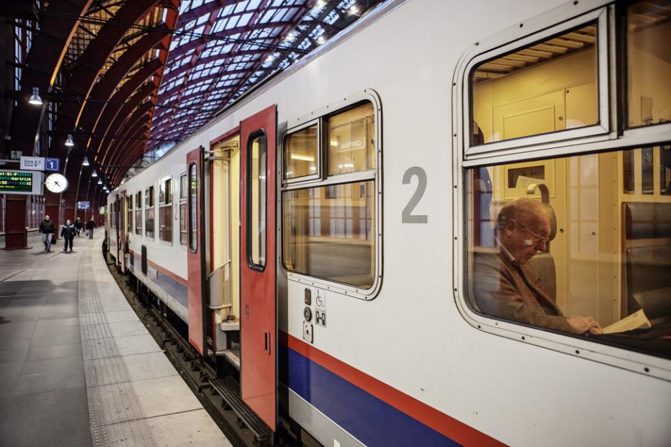 Lezer op de trein