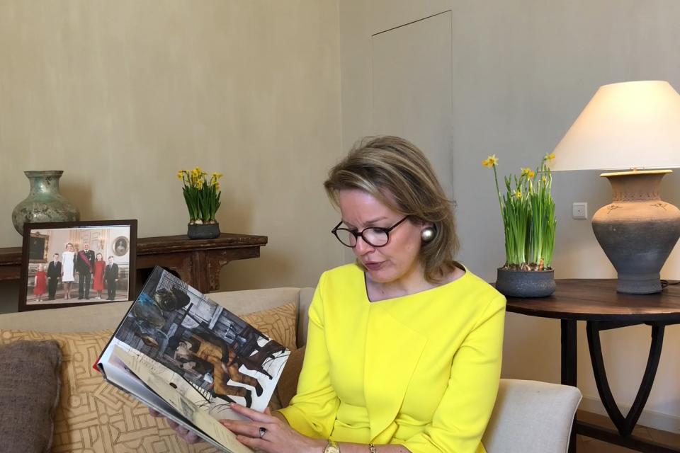Koningin Mathilde leest voor