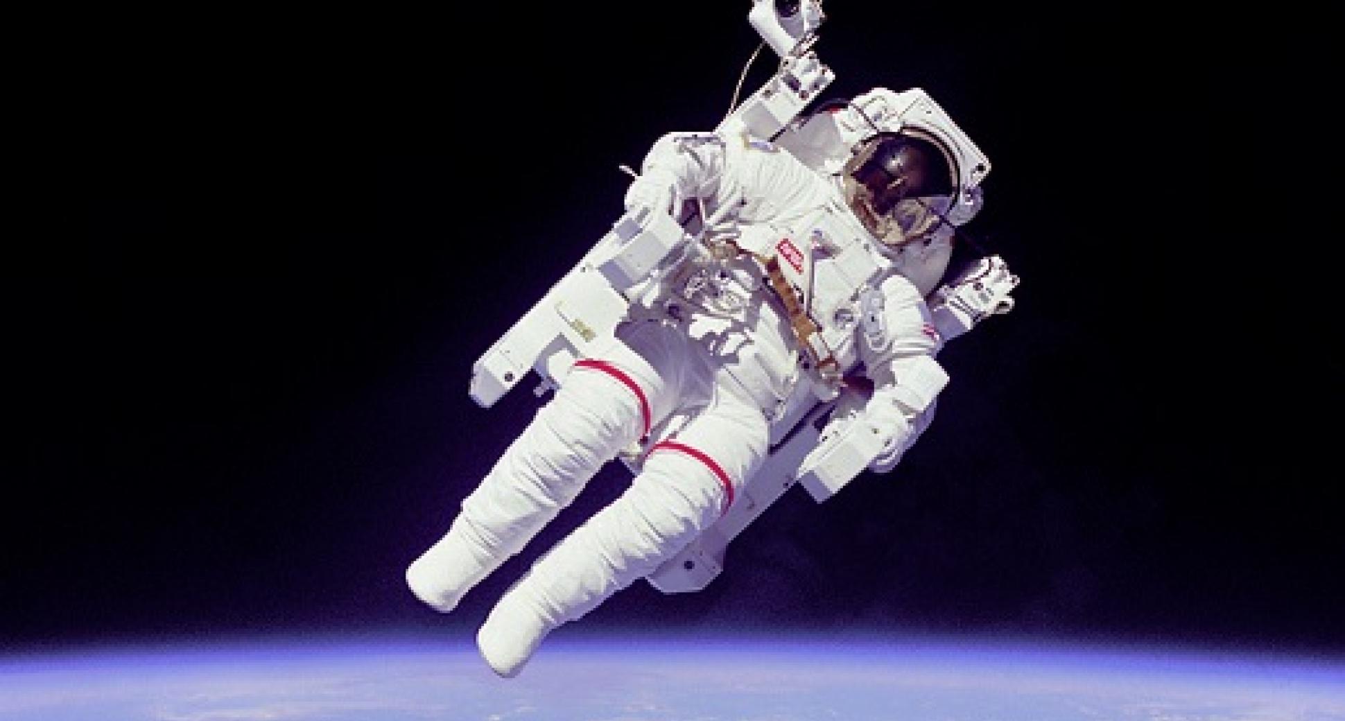 Hoe gaan astronauten naar het toilet